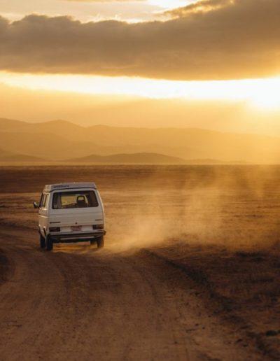 photo d'une voiture sur la route des vacances